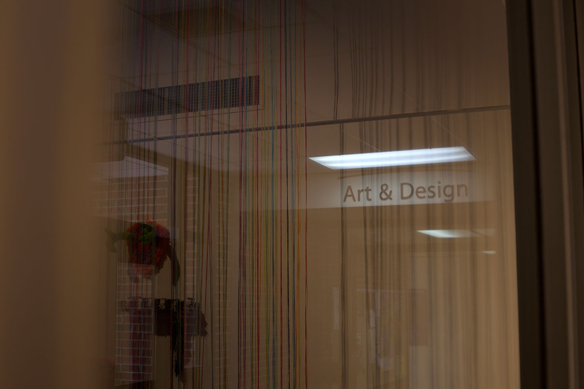 The+Art+and+Design+program+contrasts+on+the+outside+of+the+gallery+through+the+yarn.