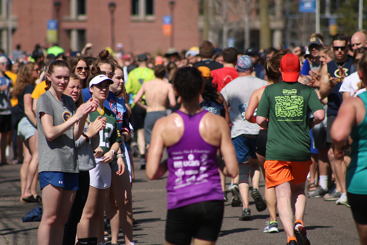 Student+organizations+from+UW-Eau+Claire+show+their+support+for+the+runners+on+Sunday.%0A
