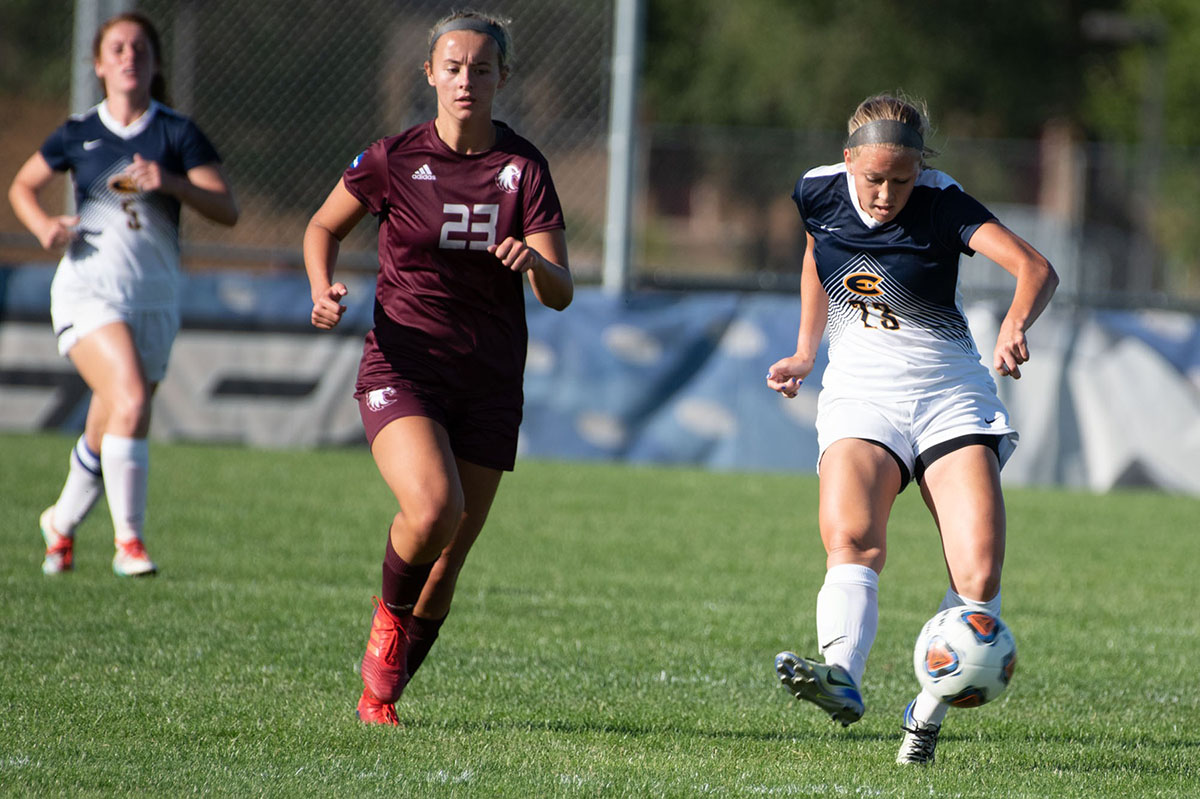 Emily Sullivan, a fourth-year midfielder, dribbling the ball against Augsburg.