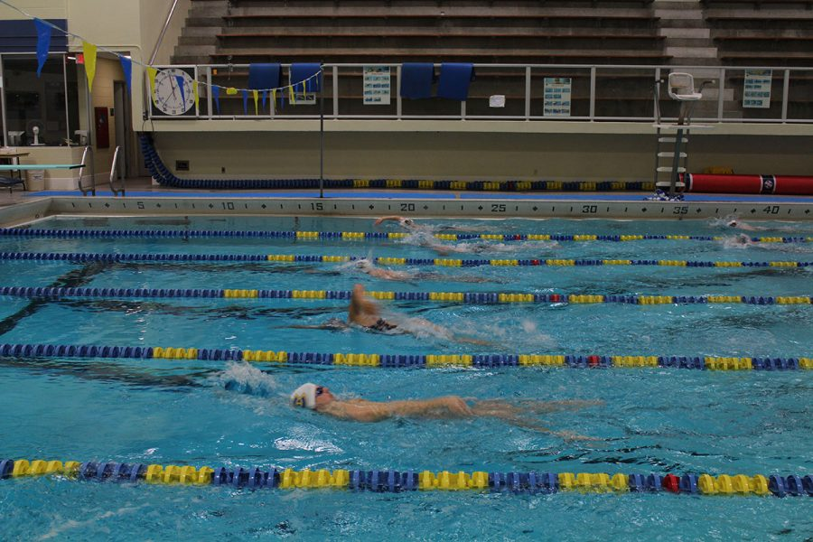 The+swim+and+dive+team+are+practicing+for+their+next+meet+against+Luther+College+on+Oct.+26.
