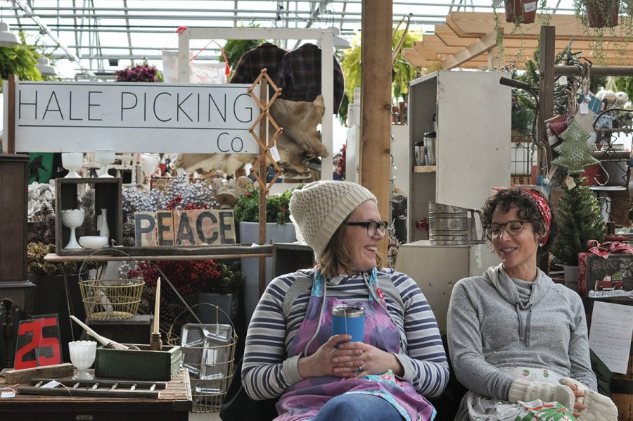 Vendors+and+customers+filled+The+Down+to+Earth+Garden+Center+to+celebrate+the+beginning+of+the+holiday+season.+