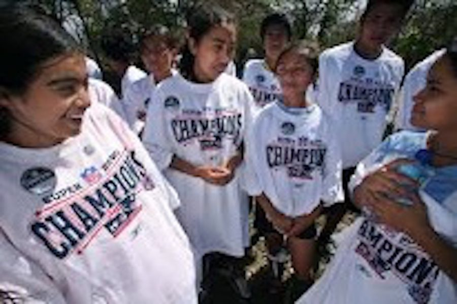 A community in San Gregorio, Nicaragua receives 2008 Super Bowl XLII apparel of the losing team, the New England Patriots.