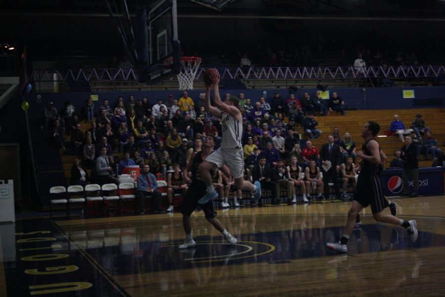 The Blugolds scored their third win Saturday night against the Steven's Point Pointers, winning 75-66.