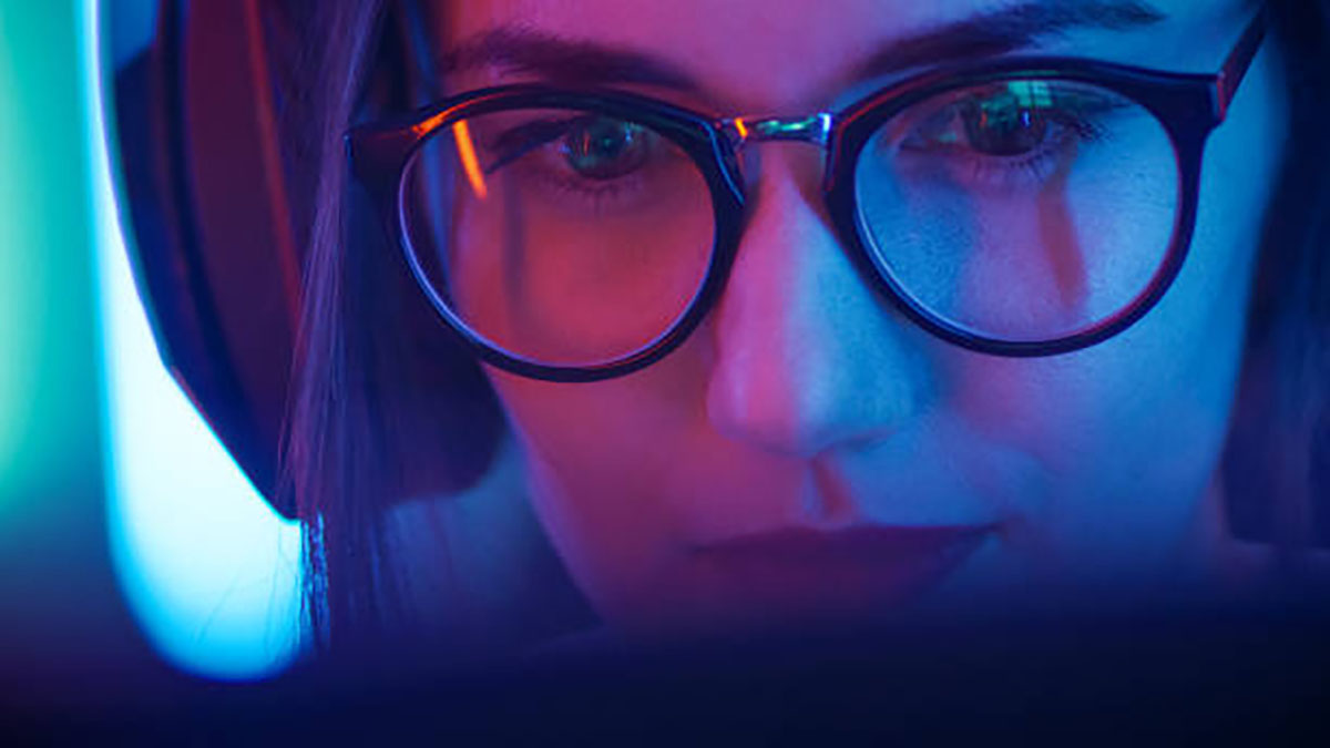 Cumulative exposure to the HEV blue light can cause long-term damage to the eyes.