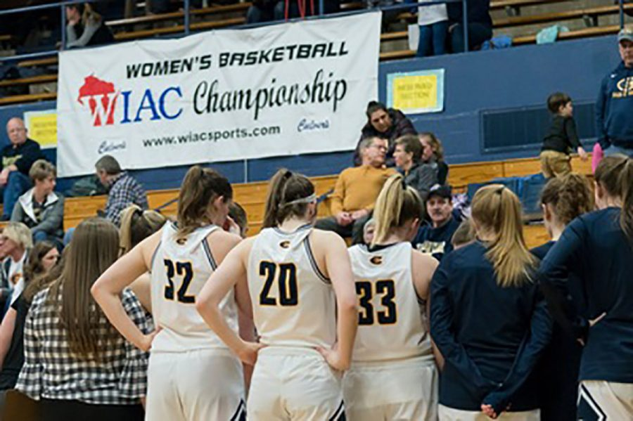 In the fourth quarter for the womens team, the Titans scored the first six points. Halfway through this quarter, the Blugolds cut the lead back down to one.