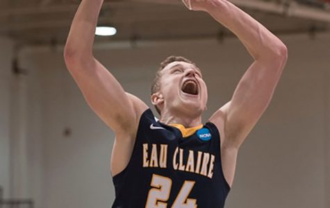 Carter Brooks and the Blugolds defeated Whitman 78-61