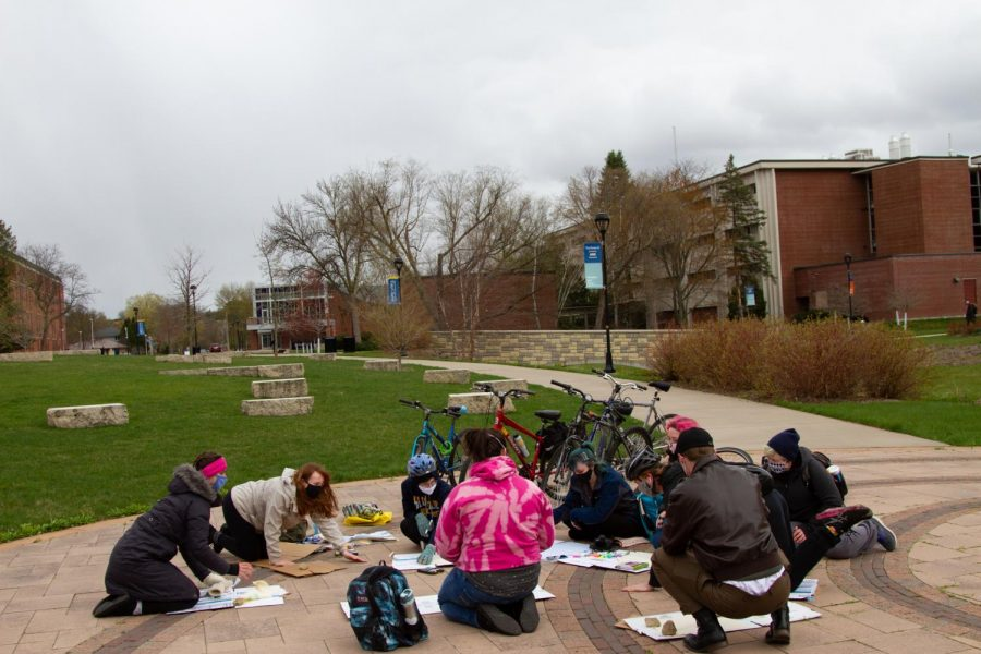 Student Senate passes resolution following Pedal to Divestment event