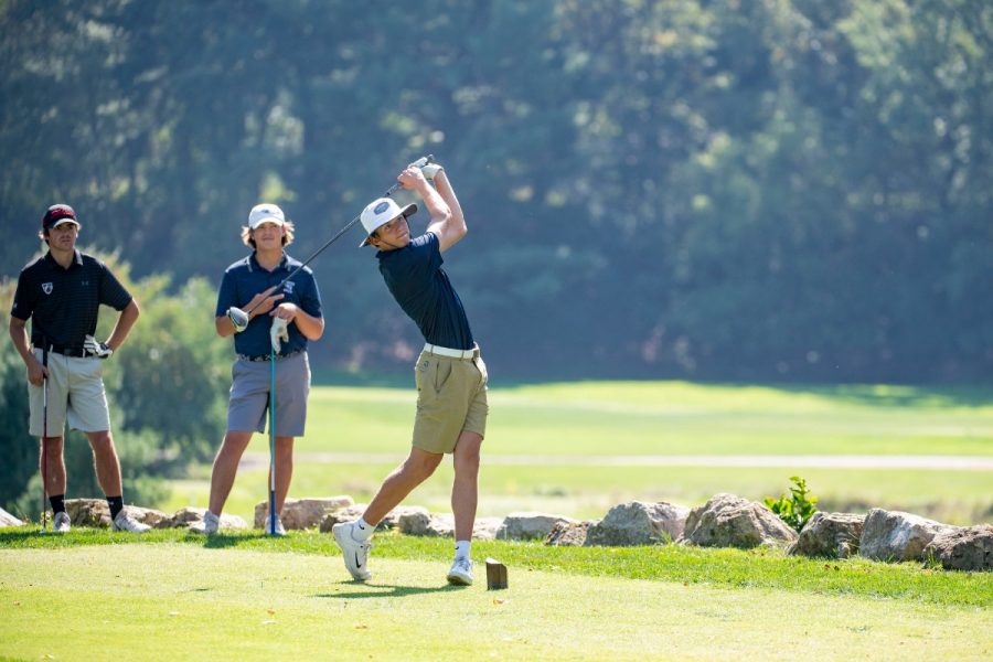 +Covey+said+the+Blugolds+had+the+advantage+of+being+familiar+with+the+Eau+Claire+Golf+%26+Country+Club+as+their+%E2%80%9Chome+course.%E2%80%9D